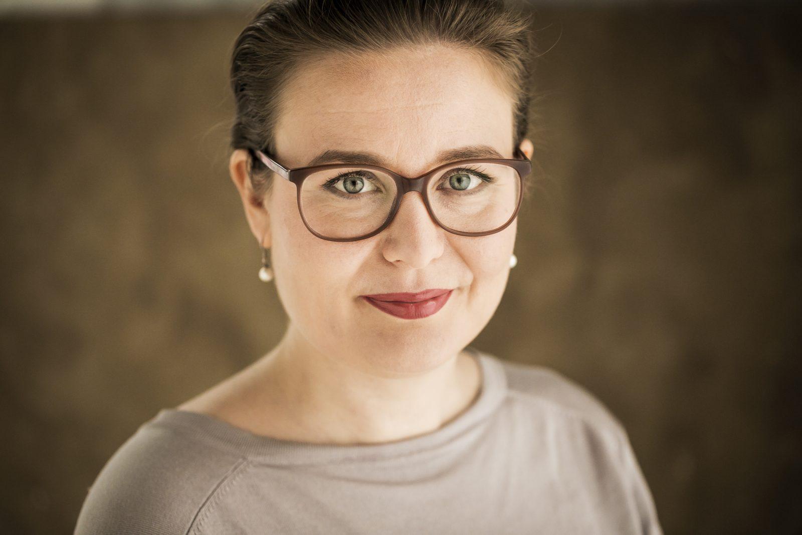 Kirjailija Rinna Saramäki kirjoitti kirjan 250 ilmastotekoa